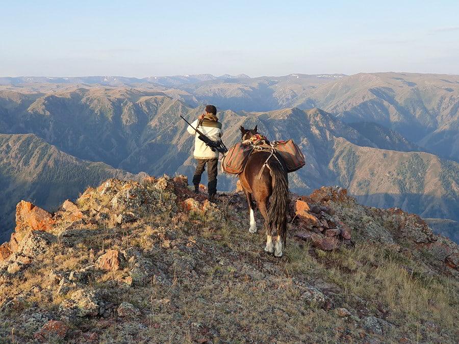 Hunt in Kazakhstan - Looking for an ibex to hunt