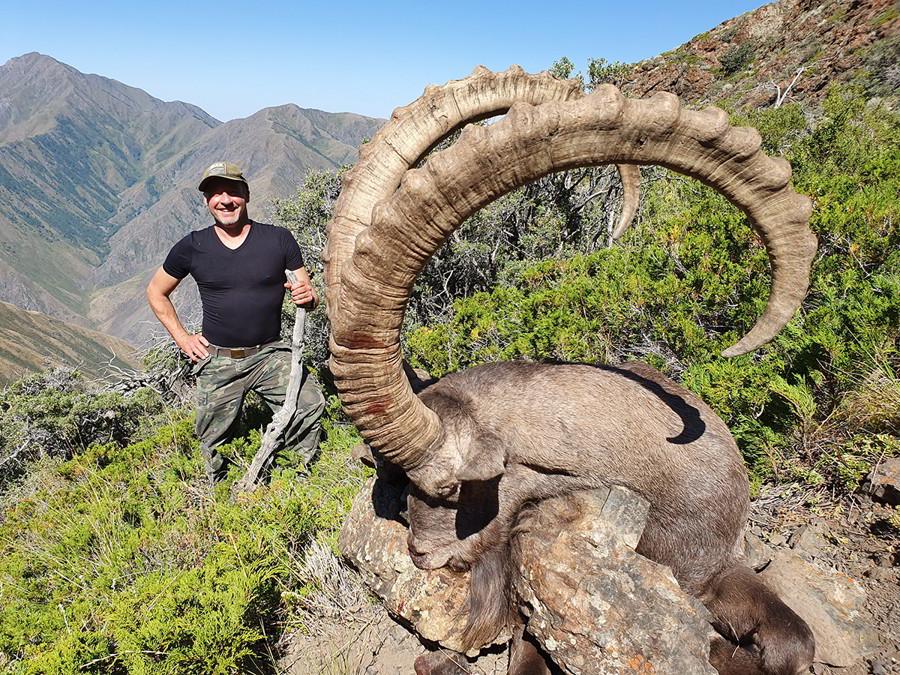 Hunt in Kazakhstan - Mid Asian Ibex trophy