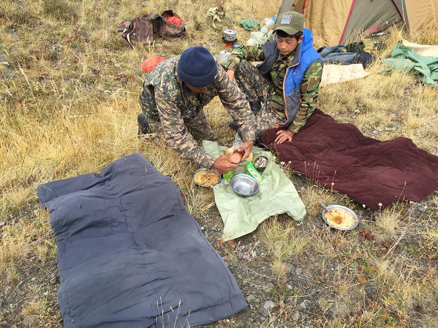 Hunt in Kazakhstan - Lunch's time